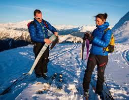 On déphoque on enlève les peaux après la montée en ski de randonnée crédit image savoie mont blanc