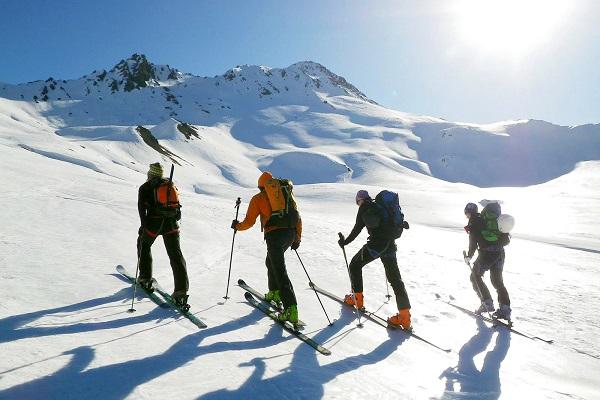 Comment débuter le ski de randonnée crédit photo bureau des guides de Grenoble