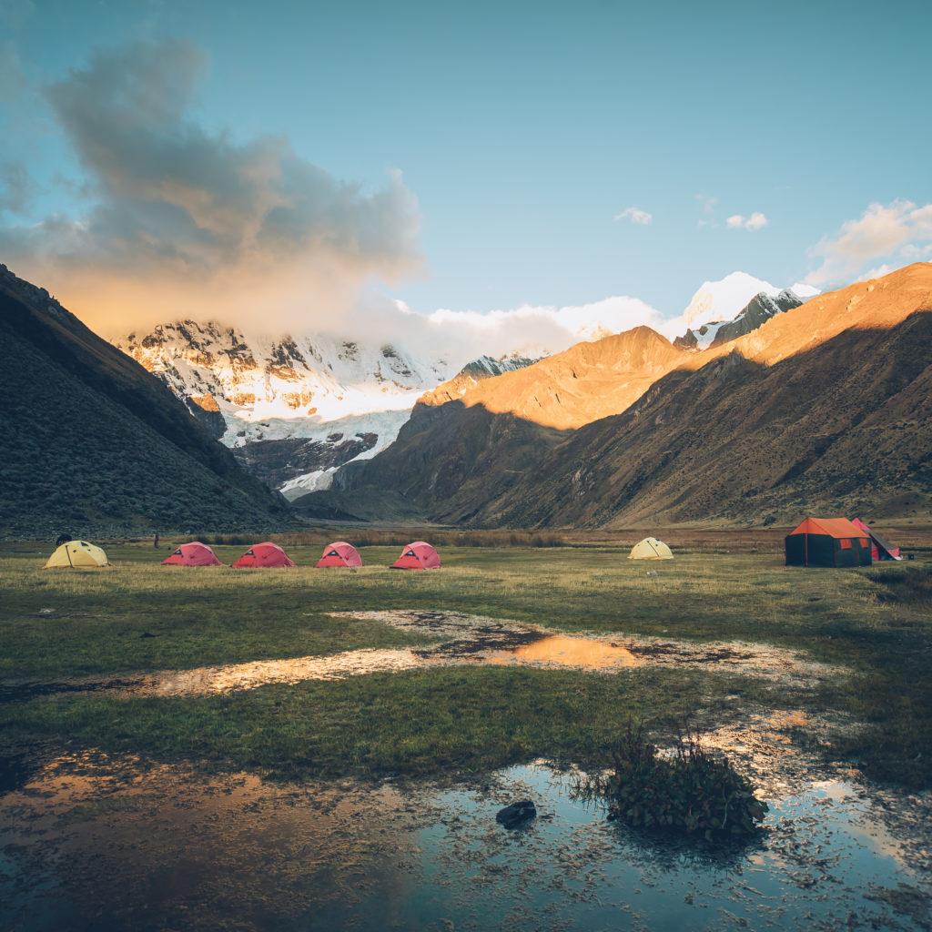 Camp de base Lagune Juhuacocha 4031 m dans la cordillère Huayhuash