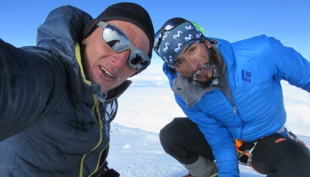 Karl Egloff (à gauche), a établi un nouveau record de la monté au Denali ce jeudi à 6190 m en 7h45