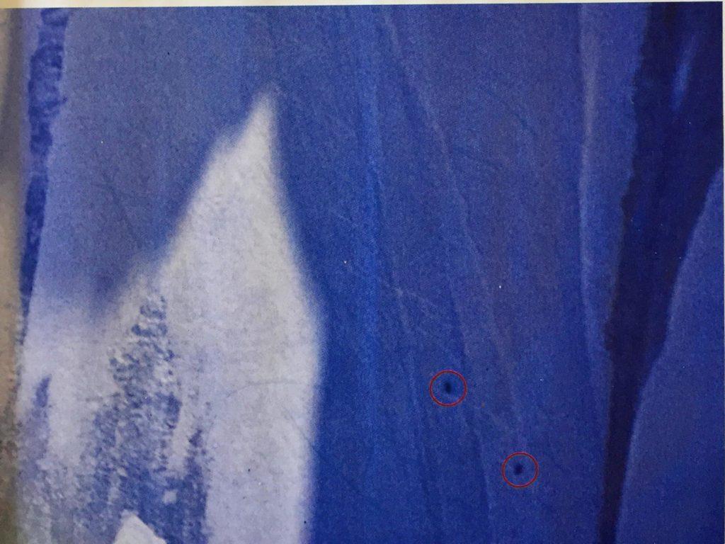 Inédite cette image (scannée sur Montagne mag) de Sam Beaugey à skis, et Jérôme Ruby en snowboard dans le Linceul des Jorasses, le 5 mai 1995, a été prise depuis le refuge du Couvercle, à travers la longue vue du gardien Michel Tavernier. Les deux glisseurs n'avaient pas d'appareil photo.