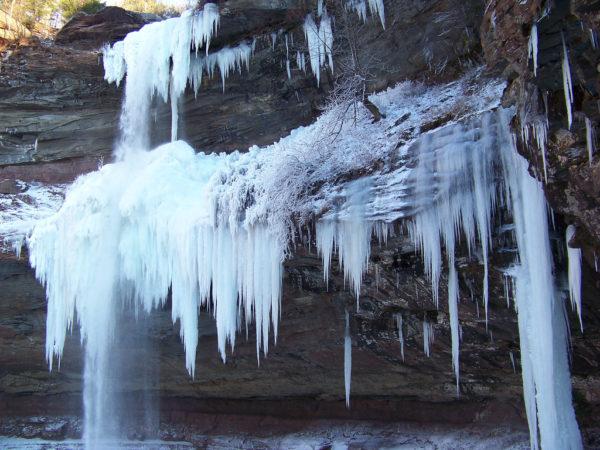 Du lundi au jeudi, la plupart des meilleures chutes de glace d'Hokkaido sont vides, même en haute saison.