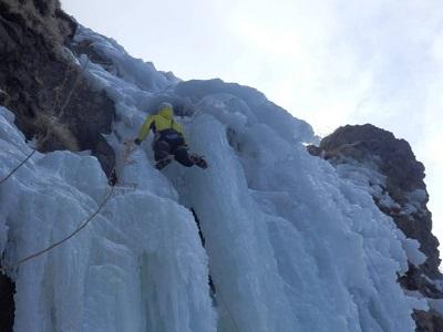 Tiens bon, tiens bon. L'escalade sur glace est à deux pas, à partir de janvier et jusqu'en mars.