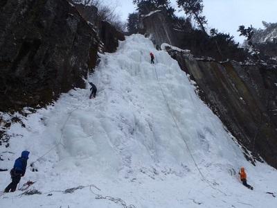 Assurez-vous d'être en bonne forme physique pour atteindre vos objectifs d'escalade sur glace cet hiver.