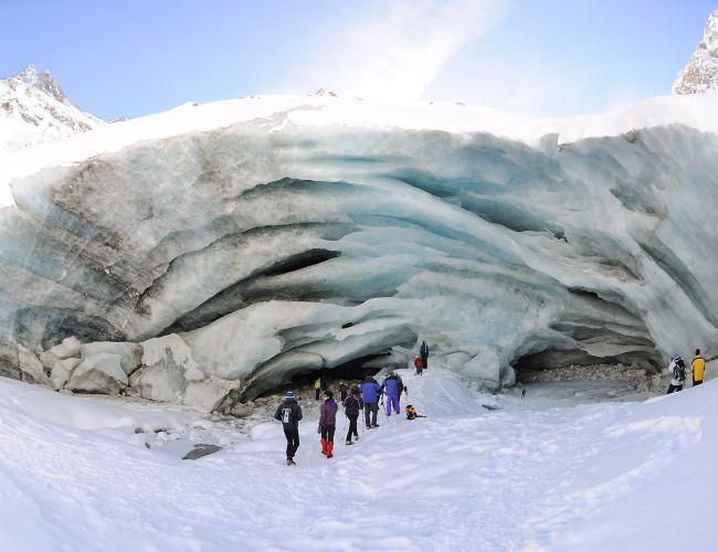 Découverte du Glacier de Zinal en Suisse et sa Grotte en raquette