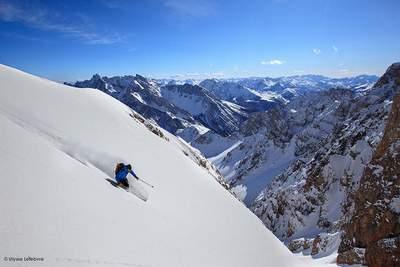 La solitude d'être au milieu de la nature, la plupart du temps seul, est l'une des plus grandes attractions du ski de randonnée.