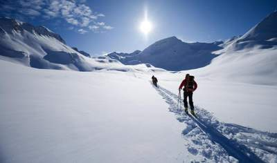 Le ski de randonnée est une activité qui crée une dépendance. Il est difficile d'égaler la sensation que l'on ressent en traversant certains des plus beaux sommets du monde.