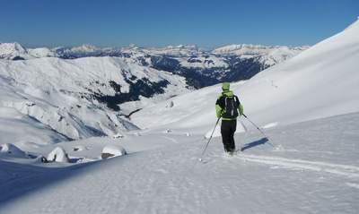 La forme physique est un élément important de tout voyage de randonnée à ski. Il y a beaucoup de montées à faire dans l'arrière-pays.
