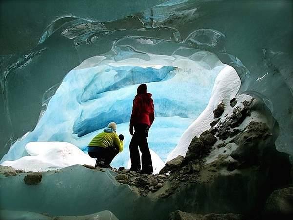 Exploration du glacier de Zinal lors d'une randonnée glaciaire Suisse