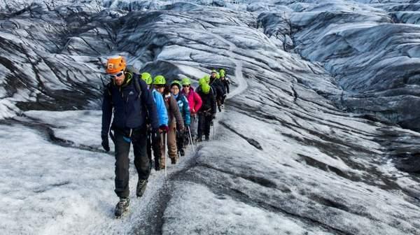 Qu'est-ce que la randonnée glaciaire ? Équipement, meilleure saison, meilleurs endroits